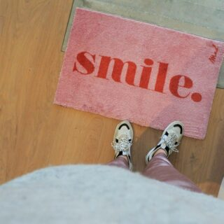 ✨MAD ABOUT MATS✨ . Smile, it's Friday! 😀 . #thatfeelgoodvibe #feelsstore #smile #madaboutmats #shoponline #friyay #smilemore #doormat #deurmat #wipeyourfeet #happyhome #fridaymood #ikkoopbelgisch #enjoyjourweekend #cadeautip