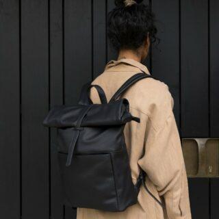 ✨MONK & ANNA✨ . Hoe je stijl combineert met een praktisch design laat Monk & Anna zien met deze Herb rugtas! . #feelthemagic #feelsonamission #monkandanna #bagcollection #bag #herb #backpack #veganleather #black #olive #musthave #webshop #gratisverzending