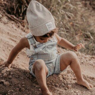 ✨AAI AAI✨  . Sunny days, bring it on!  Deze muts is handgemaakt in België en bestaat uit soepele jersey zodat je hem niet alleen in de koude seizoenen draagt, maar ook tijdens de lente en frisse zomerdagen.  . #feelsstore #feelthevibe #belgianbrand #ikkoopbelgisch #madeinbelgium #handmade #ikkooplokaal #aaiaai #belgiankidsbrand #nieuwmerk