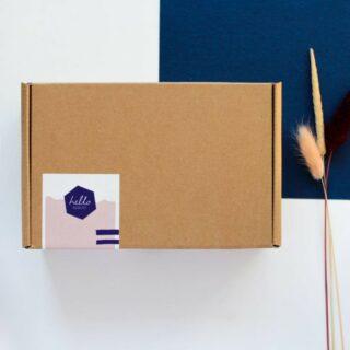 ✨HELLO AUGUST✨ . 50 postkaartjes voor elk moment van het jaar. Verzameld in één mooie box. Zo heb je voor elk moment het passende kaartje in huis. Leuk om te geven, een feest om te krijgen! . #feelthehappyvibe #shoponline #helloaugust #ecofriendly #wenskaarten #postcard  #ikkoopbelgisch #50momentsinabox