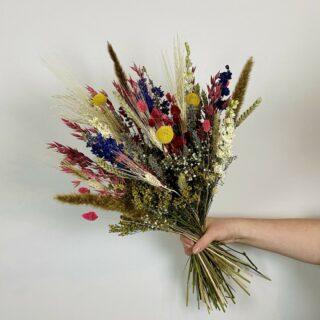 ✨DAMME FLORALS✨ . De droogboeketten van Damme florals zijn een echte musthave voor ieder interieur. . #feelsmaaktmensenblij #droogboeket #droogbloemen #gedroogdebloemen #driedflowers #winkelhier #belgischewebshop #bloementrend #flowerlovers #interieurinspiratie #westvlaamsondernemen #onlinefamilystore