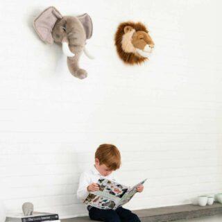 ✨WILD & SOFT ✨  . Maak kennis met George en Cesar!  Wild and Soft is een echte eyecather in de kinderkamer en het interieur!  . #feelsfamilystore #funmetfeels #wildandsoft #wildanimals #kidsinterior #cozymood #animalheads #interiordesign #cesarthelion #georgetheelephant
