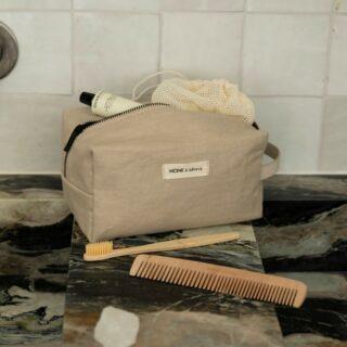 ✨ MONK & ANNA✨ . Crush! 🤍 Heel wat moois binnen van Monk & Anna. Tik op de foto en bekijk alles meteen op onze site. 😉 . #feelthemagic #monkandanna #toiletzak #morningessentials #bayashopper #shopper #teddywool #toiletrybag #cadeauvoorhaar #uniekemerken #backpack